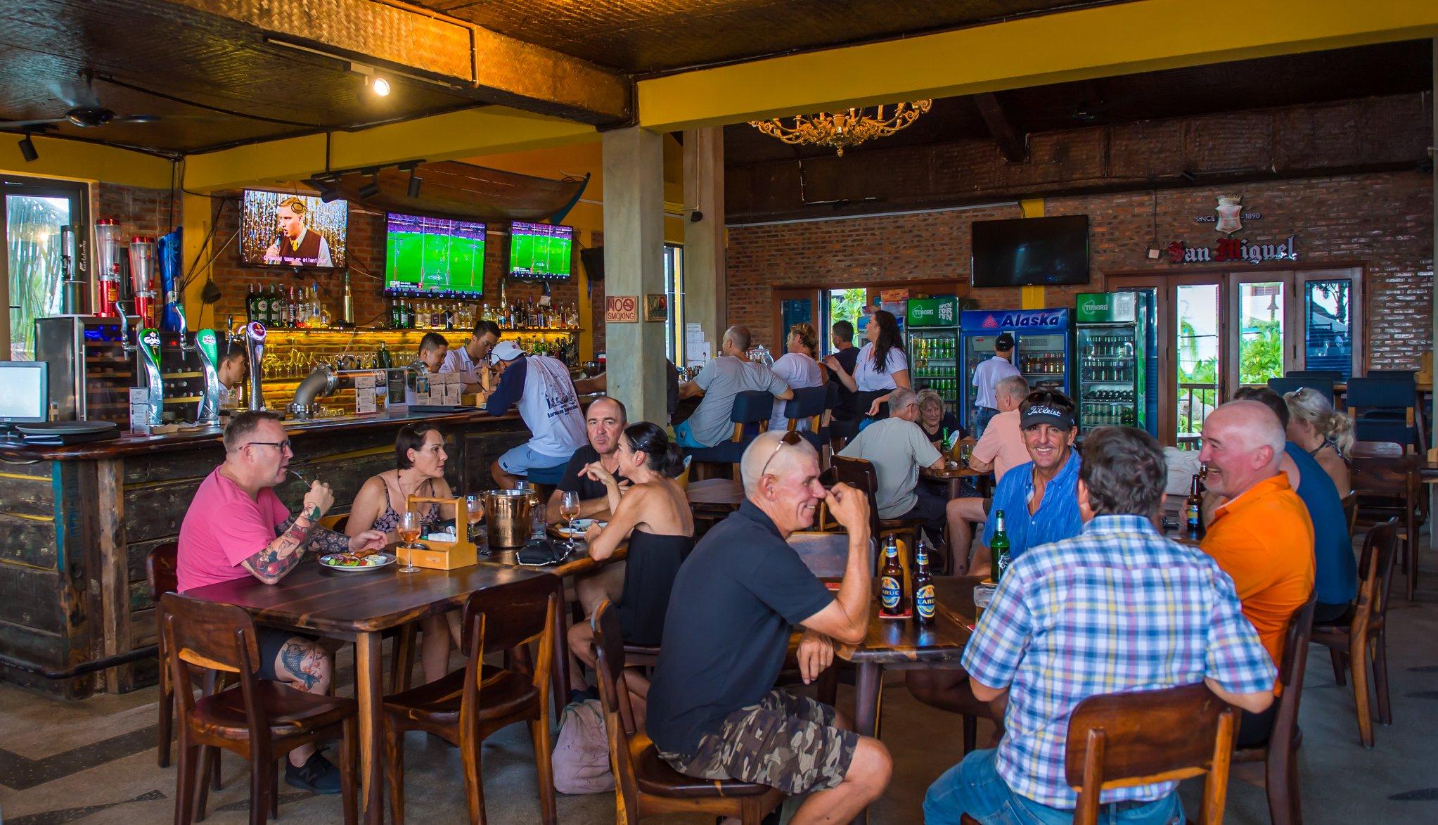 Lap Truyen Hinh Cho Quan Pub, Sports Bar, Resort